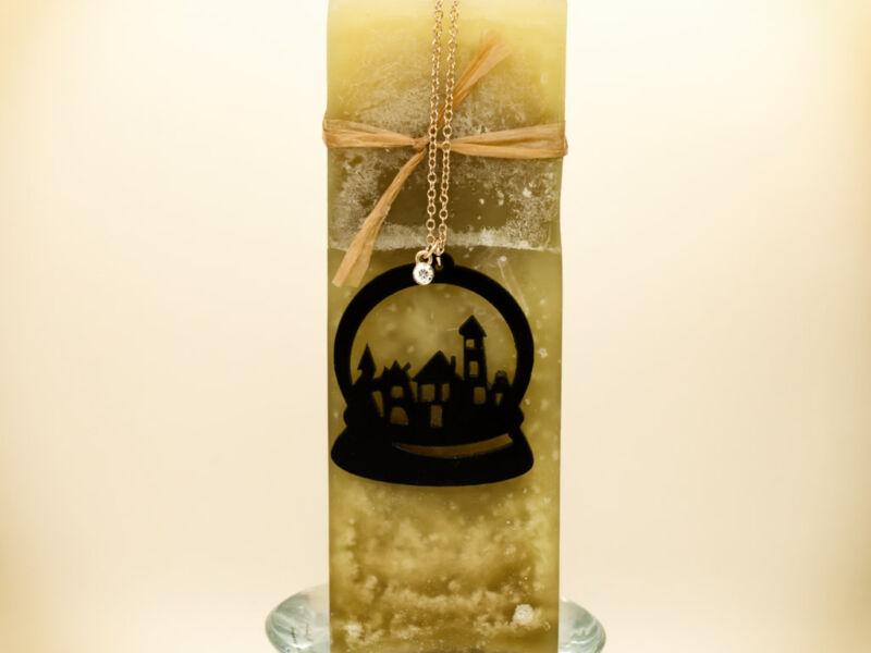 Hógömb bakelit medál arany színű nyakláncon