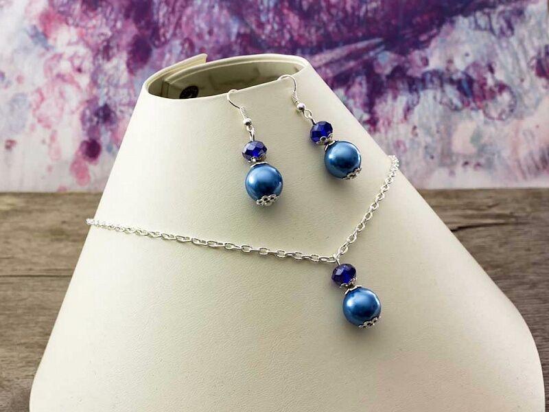 Kék kristályos gyöngyös nyaklánc és fülbevaló szett