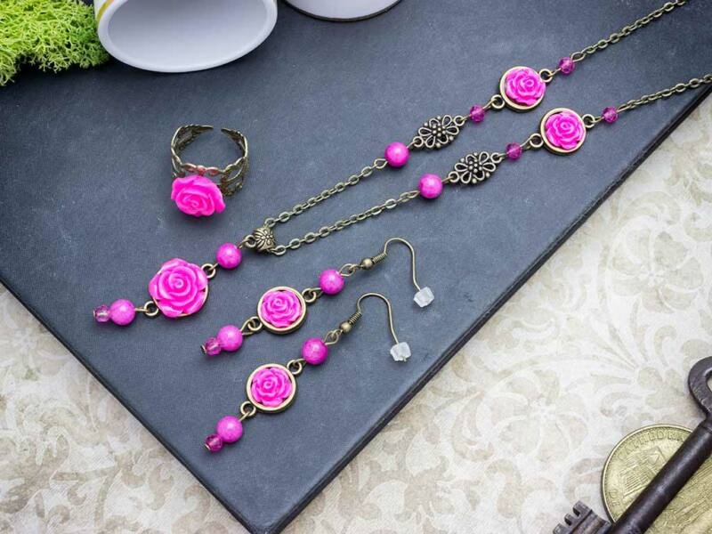 Rózsaszín rózsás gyűrű fülbevaló és nyaklánc szett