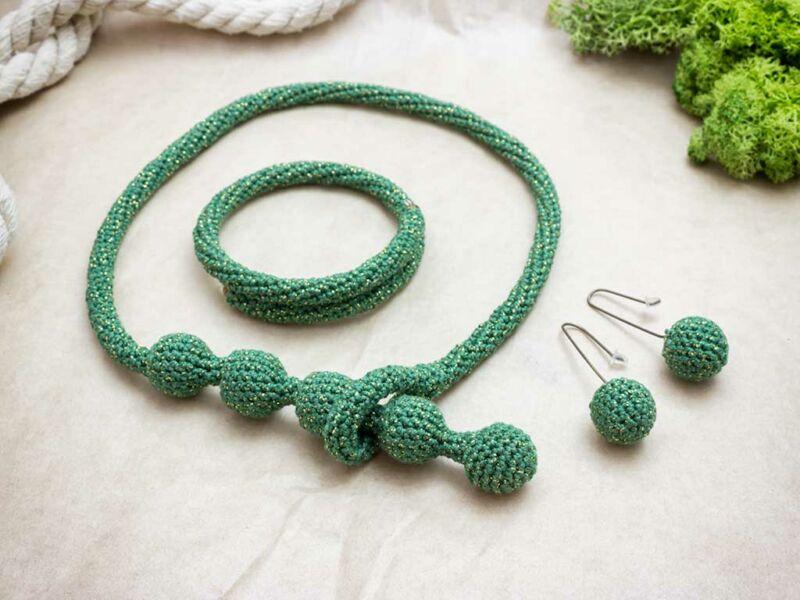 Horgolt zöld fülbevaló nyaklánc és karkötő szett