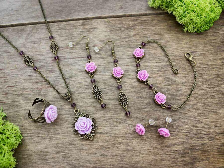 7f1d68484 Lila rózsás gyűrű karkötő fülbevalók és nyaklánc szett